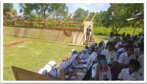 Banner program Sekolah Darurat Maluku