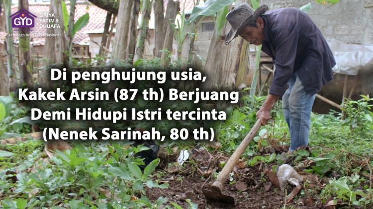Gambar banner Kakek Arsin, Kuli Kored Rumput Hidupi sang Nenek