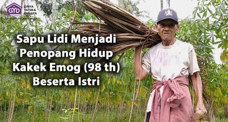 Banner program Upah 10ribu Sapu Lidi, Kakek Nenek untuk bisa makan