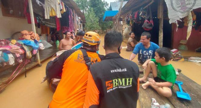 Banner program Kalsel Darurat Banjir Bantu Donasi Logistik
