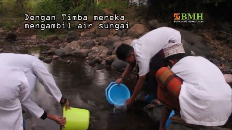 Banner program Sedekah Jariyah Bangun Sumur Santri di Sulsel