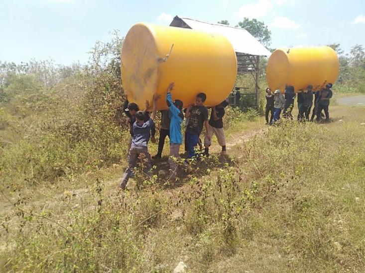 Banner program Santri Pedalaman Panceng Rela Masuk Hutan Untuk Bisa Dapat Air