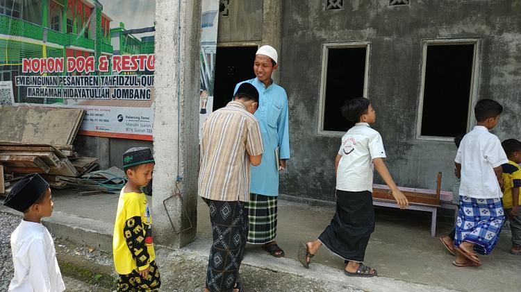 Banner program Bangun Rumah Quran untuk 56 Santri Di Jombang