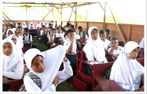 Gambar banner Ayo Bantu Adik Kita di Maluku agar Bisa Belajar Kembali