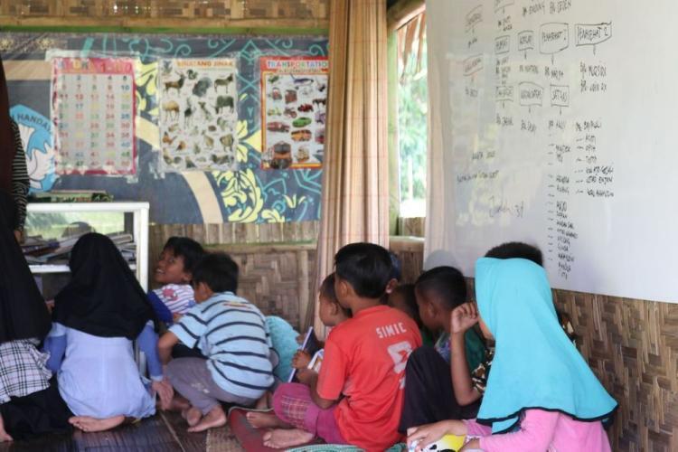 Gambar banner Ulurkan Tangan Bantu Fasilitas Belajar Yatim